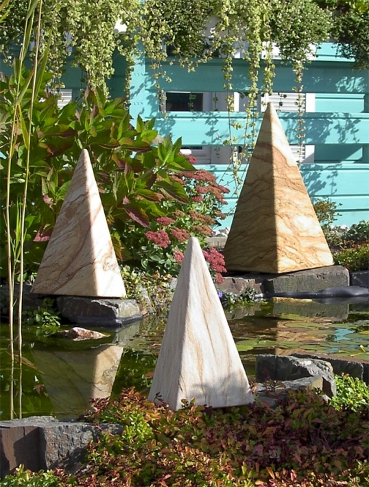 Leuchtobjekte von EPSTEIN Design Leuchten Sahara Pyramide 73 cm 10085